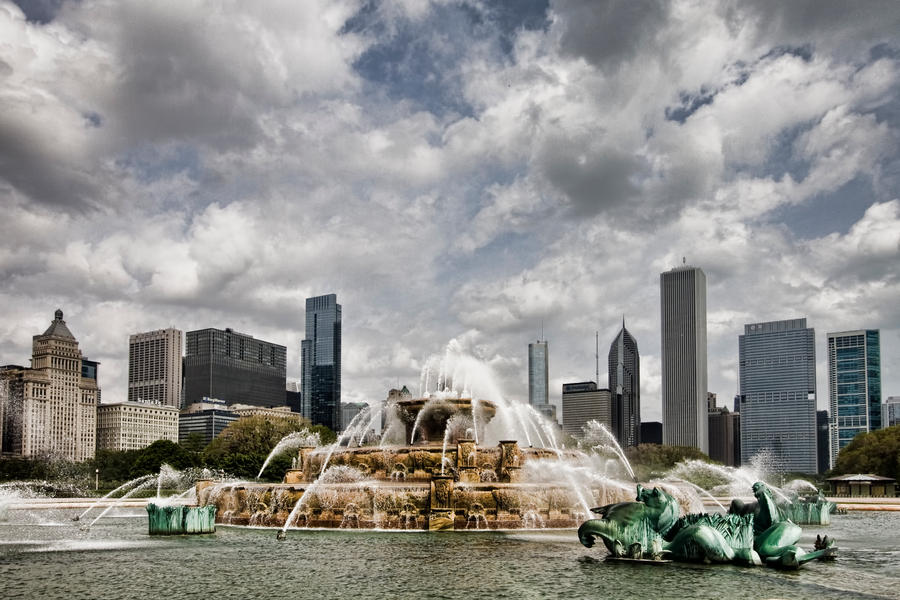 Buckingham Fountain in Chicago by arnaudperret