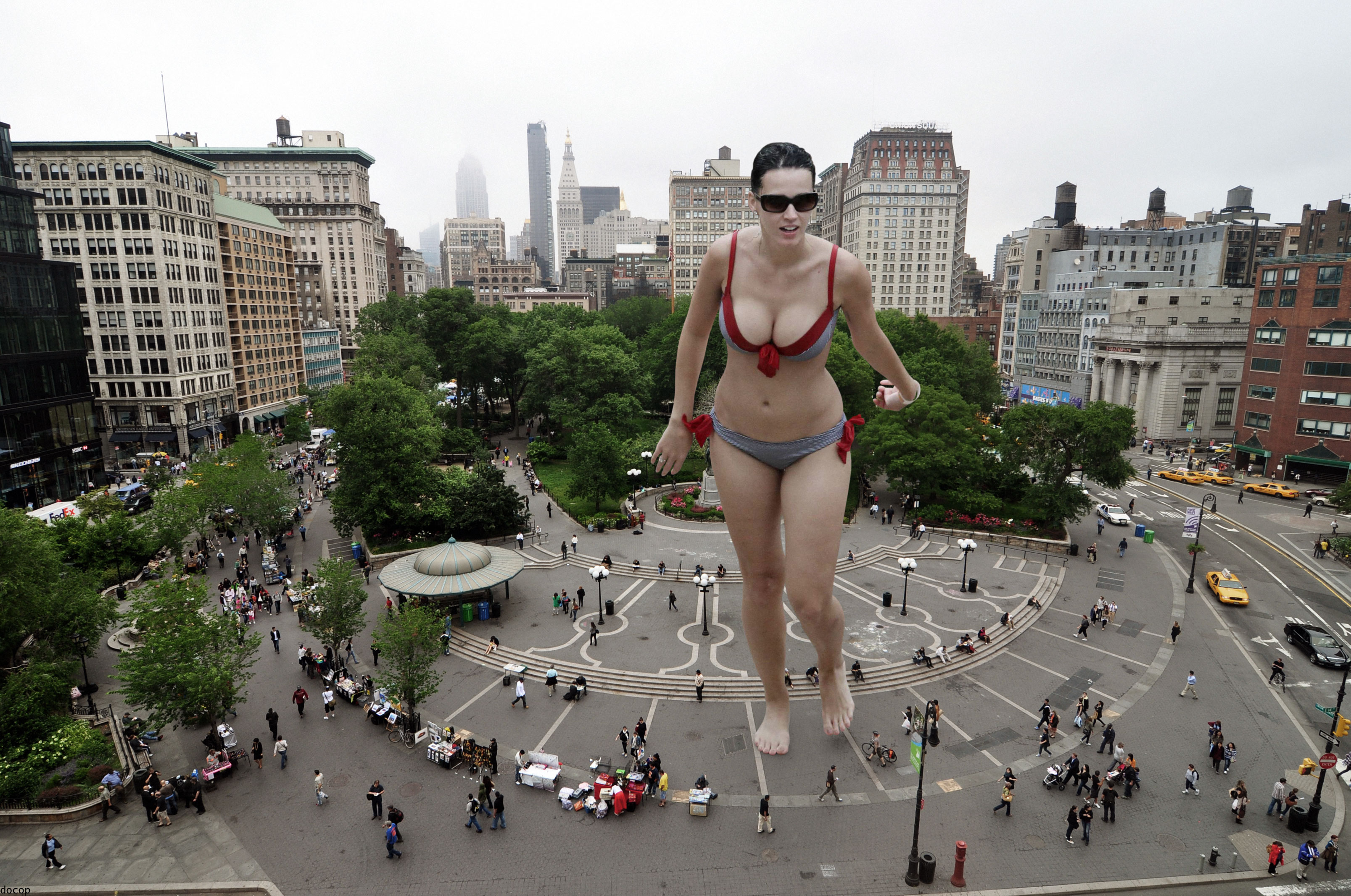 Giantess Katy Perry in City by docop