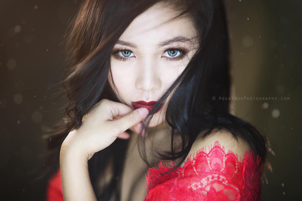 Lady in Red by HouaVang