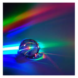 A rainbow in a drop by Replicante