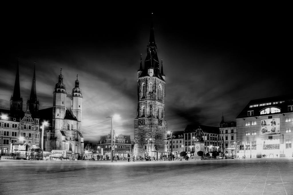 Halle by night by Ditze