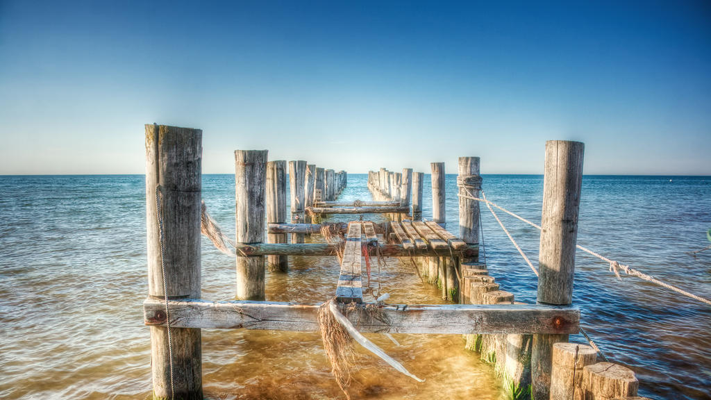 pier to nowhere by Ditze
