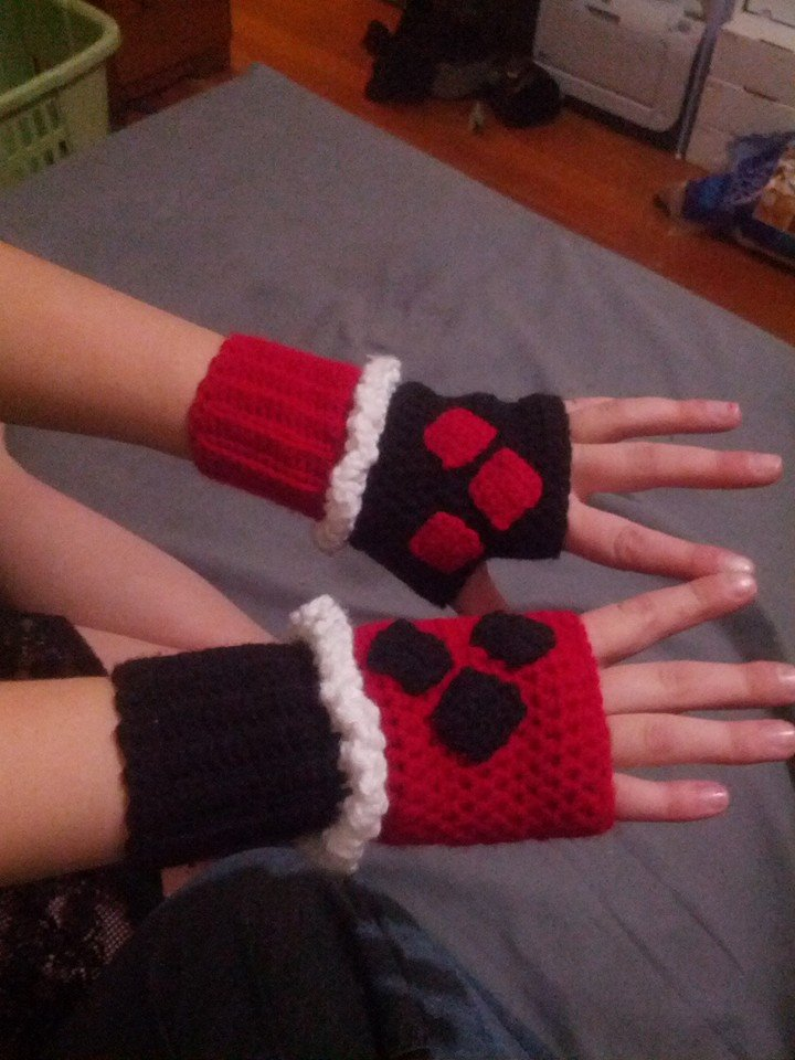 Harley Quinn inspired wrist warmers by doctorwoo42