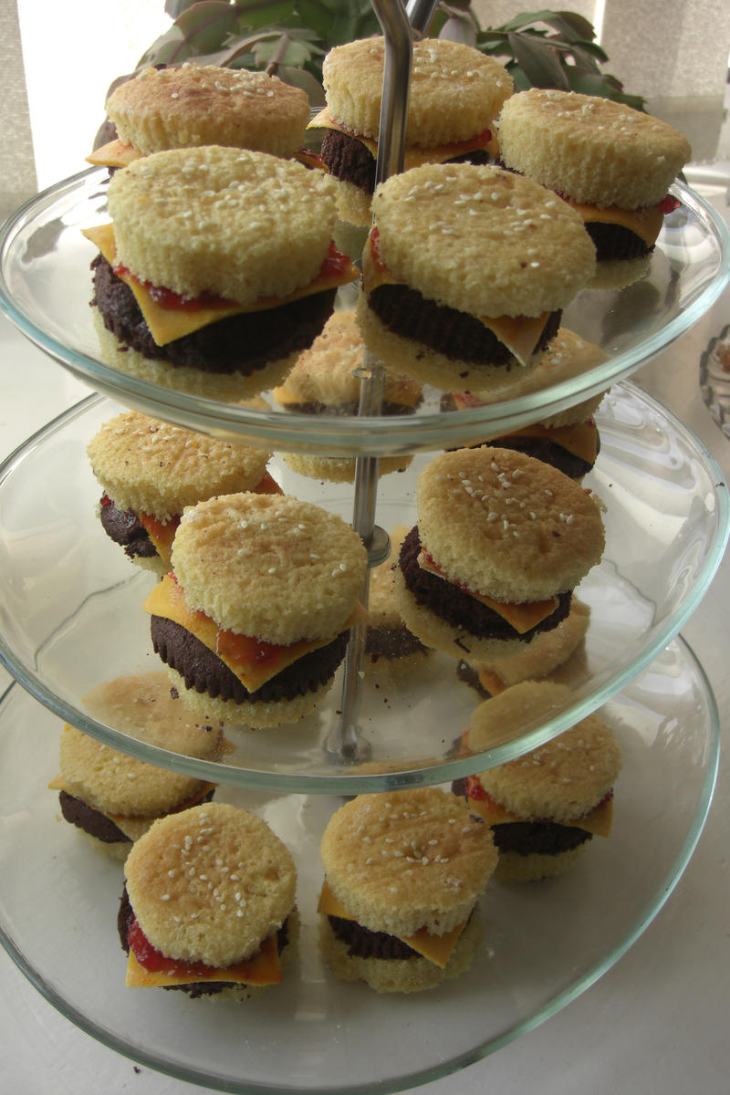 Hamburger cupcakes by S-y-c