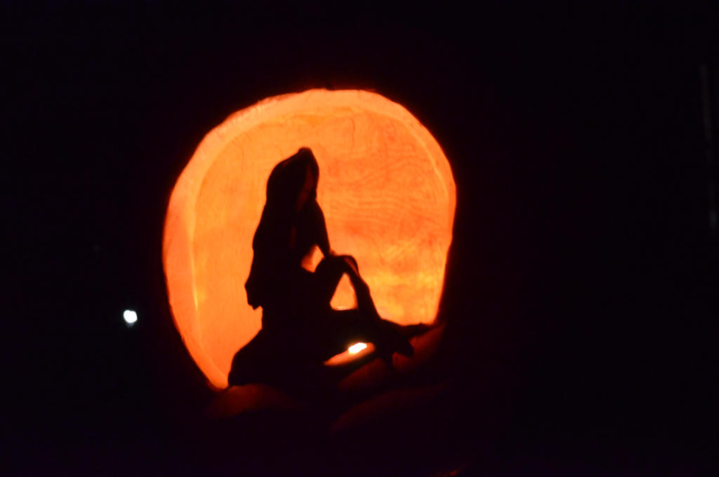 The little mermaid pumpkin carving by girrlover on