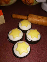 Fondant Star Cupcakes by Sweet-Inclinations