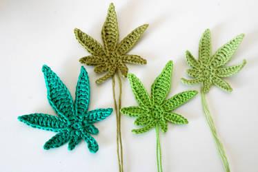 Crochet : Marijuana leaf applique by Ahookamigurumi