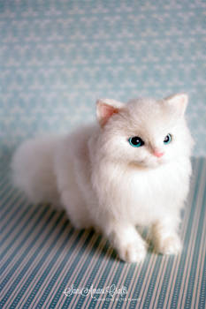Needle felted white kitty