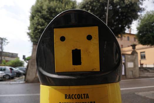 pareidolia2: trashcan in Frascati