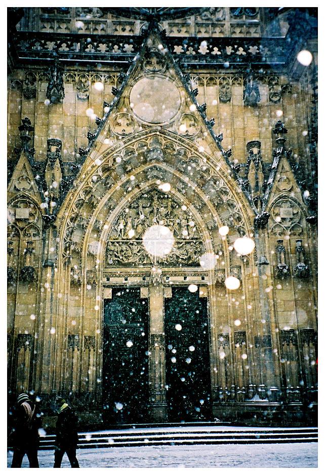 Snowing in Prague by cenumesimplu