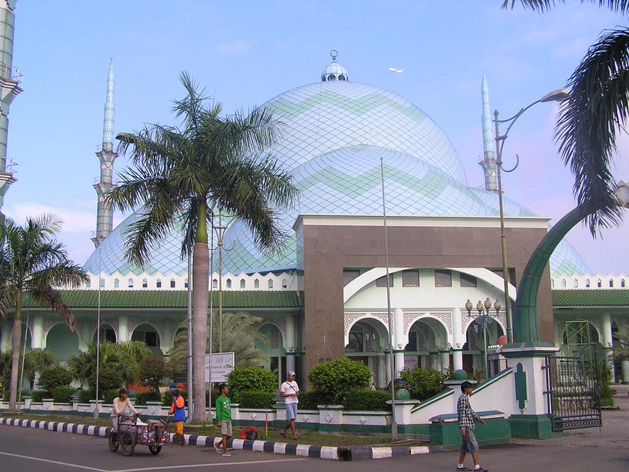 Masjid Al Azhom Kota Tangerang by aieazie