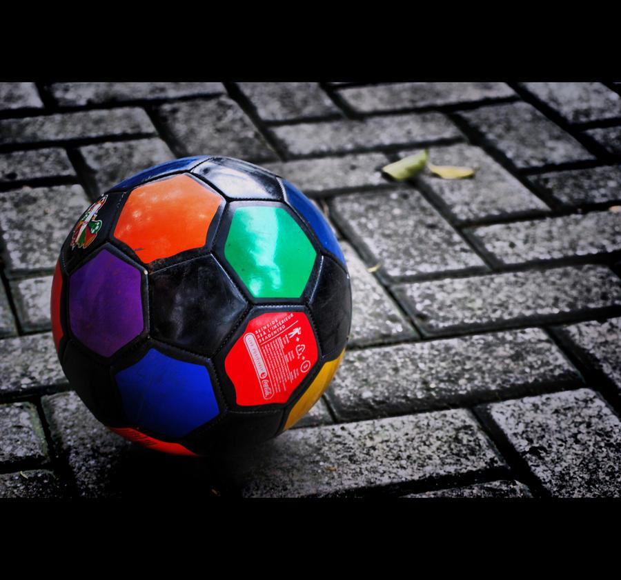 Razbijemo monotoniju bojom Colored_ball___shot_by_gustideanzy
