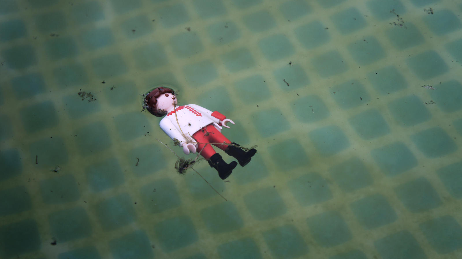 Playmobil piscine by extremraym on deviantart for Piscine playmobil