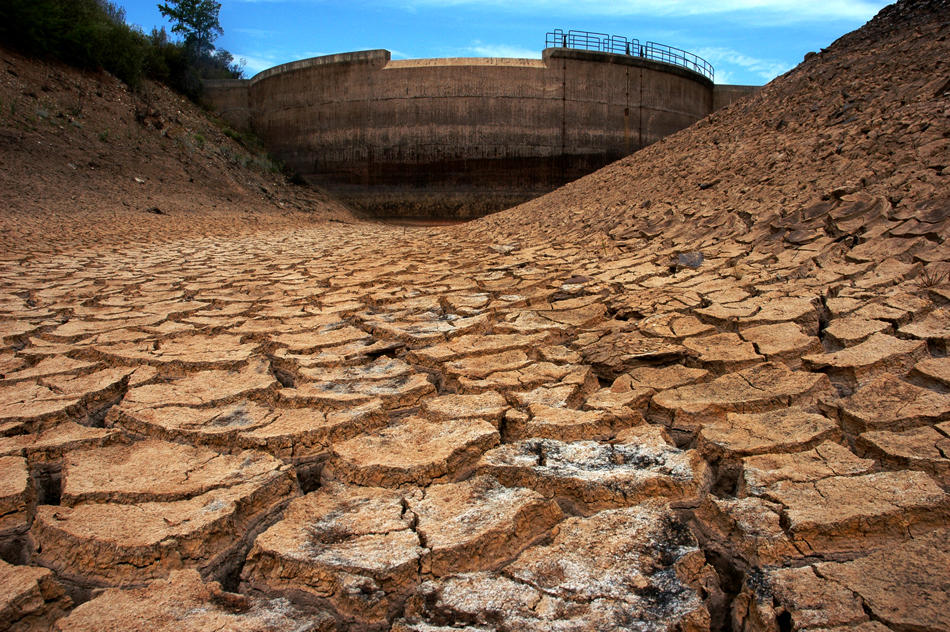 cracked dry earth, drought in Portugal 2005