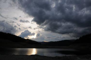 vidra lake2 by LovePhotos95