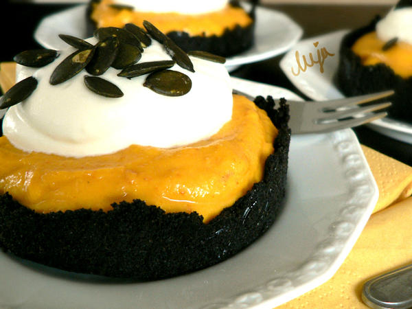 Oreo Pumpkin Tarts by melijan