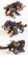 Warcraft: Huntmaster's Loyal Wolfhawk sculpture