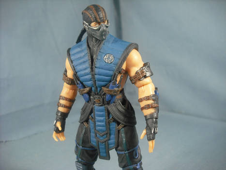 Sub-Zero Looking to The Side