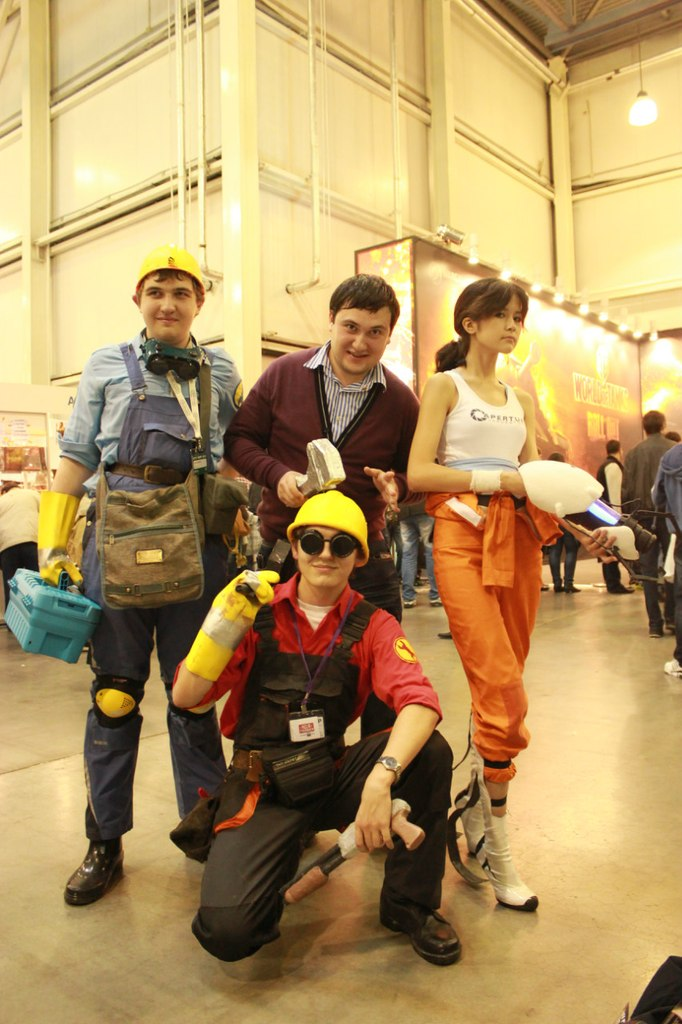 Team Fortress 2: meet Chell! by GlamForUs