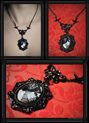 'Gothic Roses' Necklace