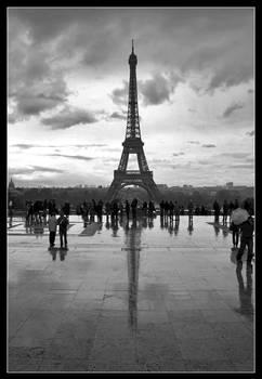 Dark side of the Eiffel Tower2