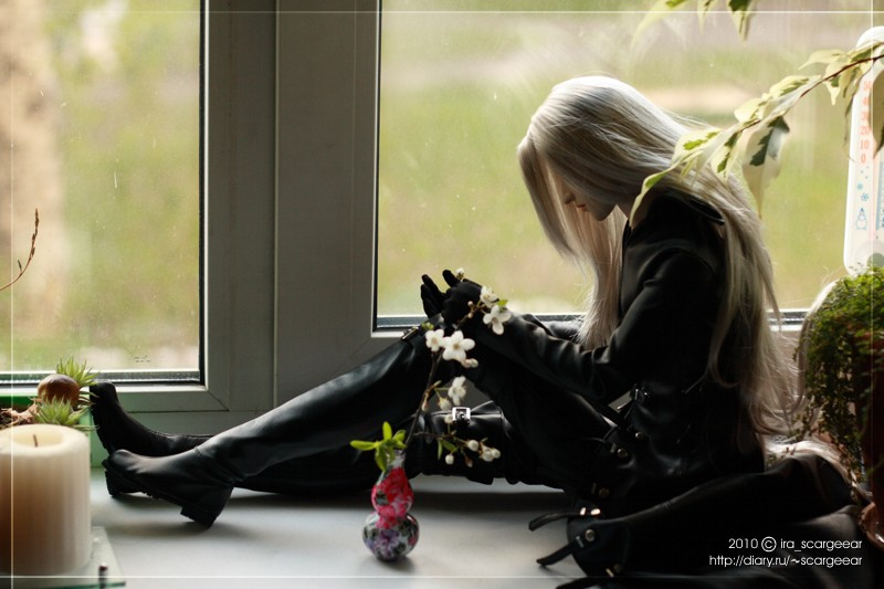 Sephiroth by the window by scargeear