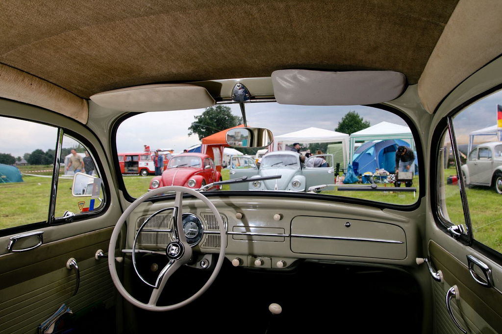 VW_Beetle_interior_at_Budel_by_mcdronkz.jpg