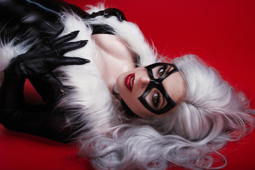 Black Cat on red by Kamiko-Zero