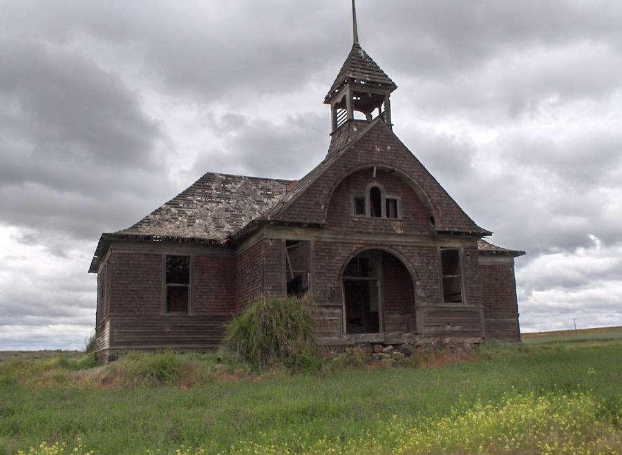 Abandoned schoolhouse by exdraghunt on deviantart - The house in the abandoned school ...