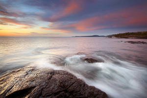 Flowing Waves of Lake Superior by tfavretto