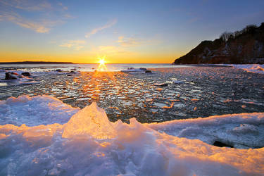 Gros Cap's Icy Shore by tfavretto