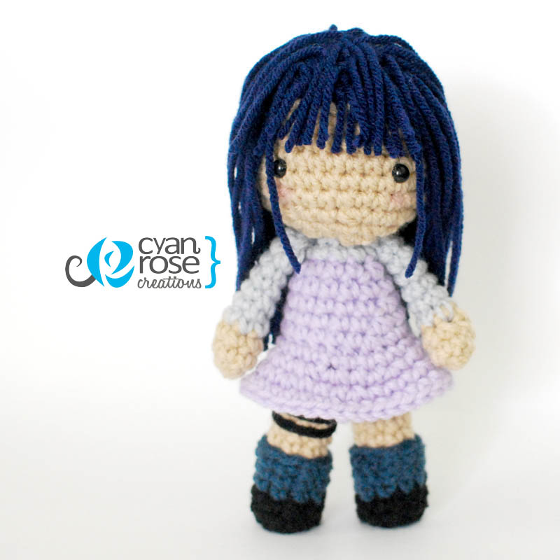 Amigurumi doll - two crochet outfits | 800x800