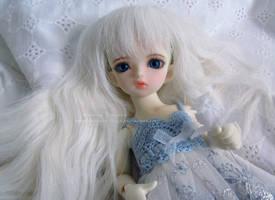 White Haired Angel by Kelaria-Daye