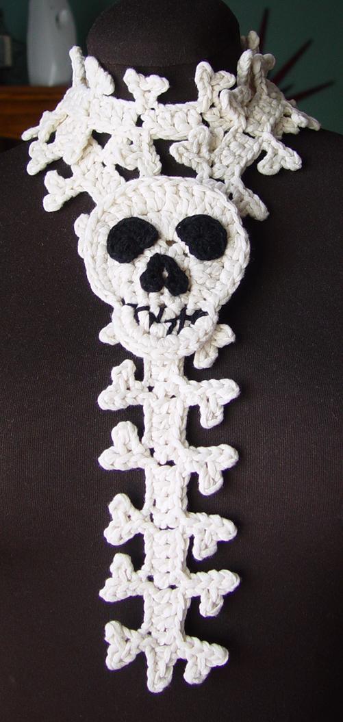 crochet_skull_and_spine_scarf_by_meekssandygirl-d30oyj7.jpg