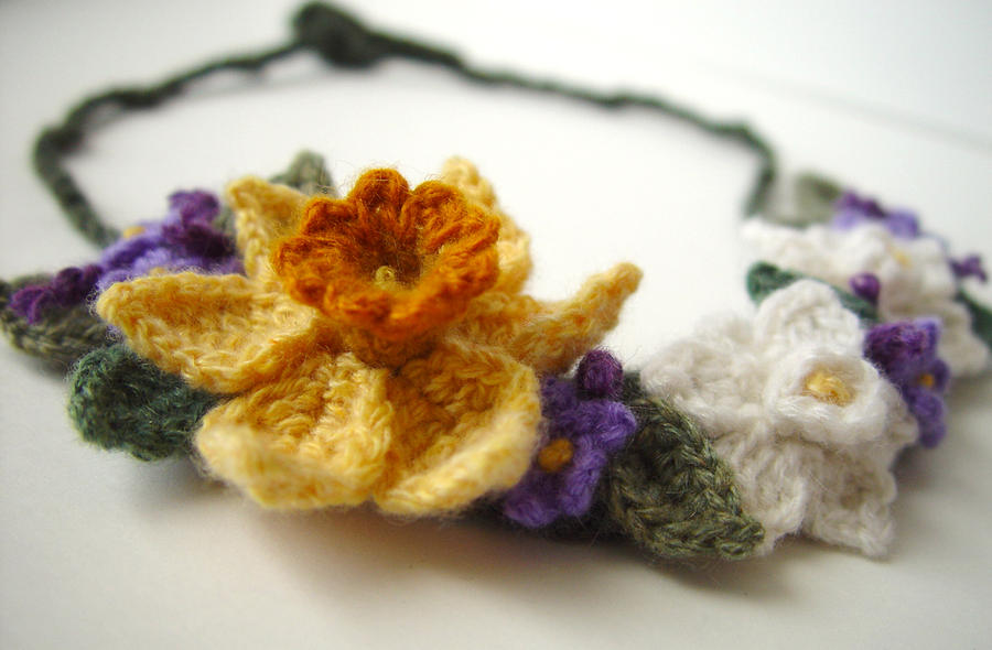 A Lovely Picot Flower Necklace to Crochet - The Beading Gem's Journal