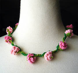 Crochet Necklace Pink Flowers Daisy Chain by meekssandygirl