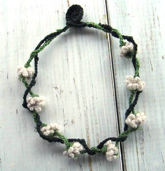 Crochet Necklace White Clover Flowers by meekssandygirl