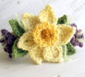 Crochet Daffodil Bracelet with Violets