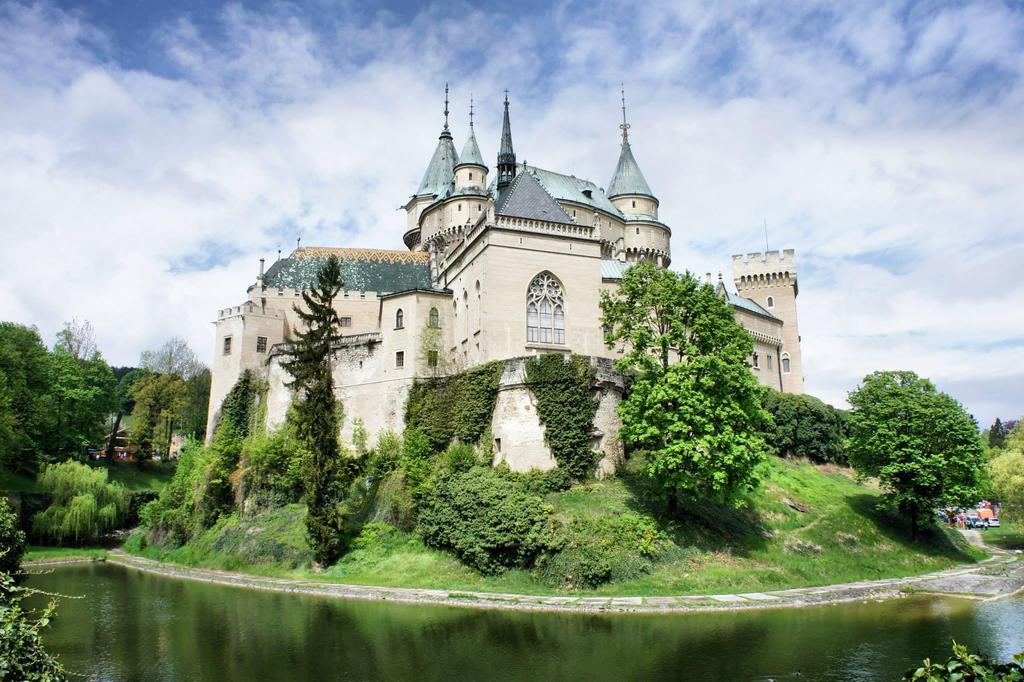 Castle Bojnice by day by trastamara