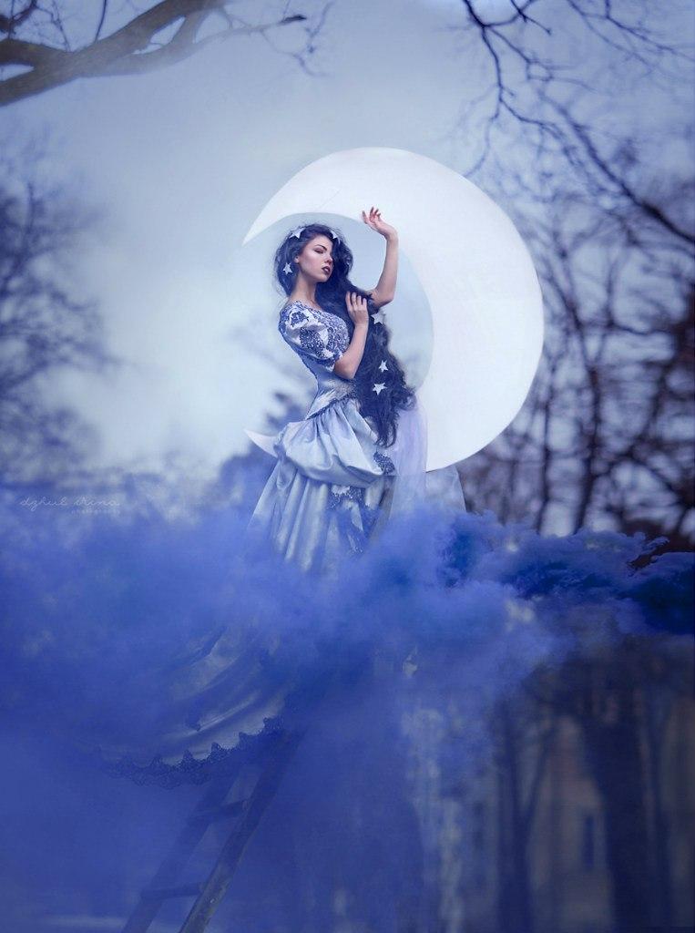 Lady Moonlight by chervona