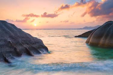 La Digue Rocks by mibreit