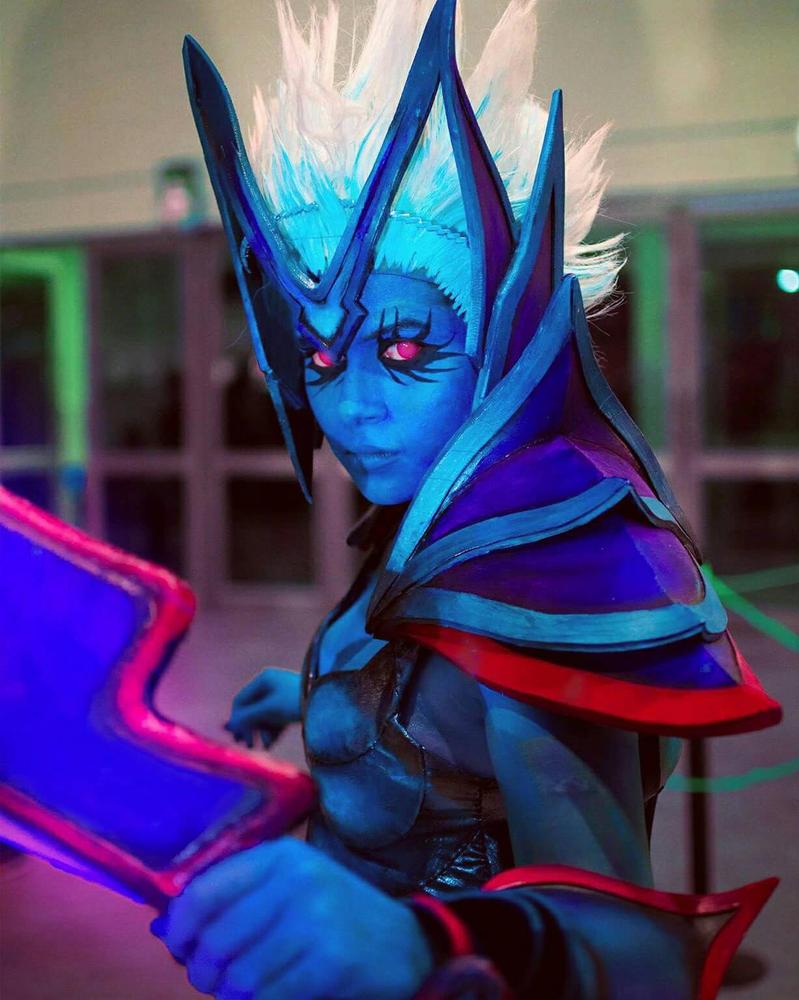 Vengeful Spirit Dota 2 cosplay by artistotlewho