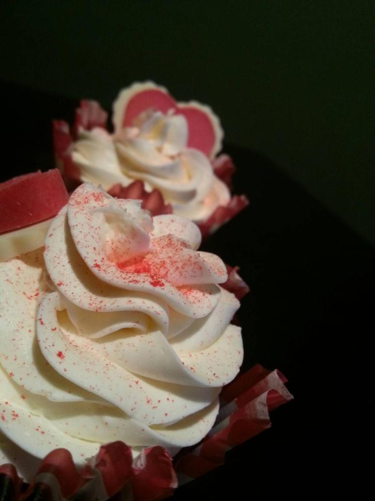 Red Velvet Cupcakes by Kitsaku