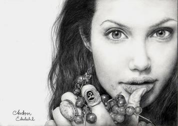 Angelina Jolie by freakyhedgehog