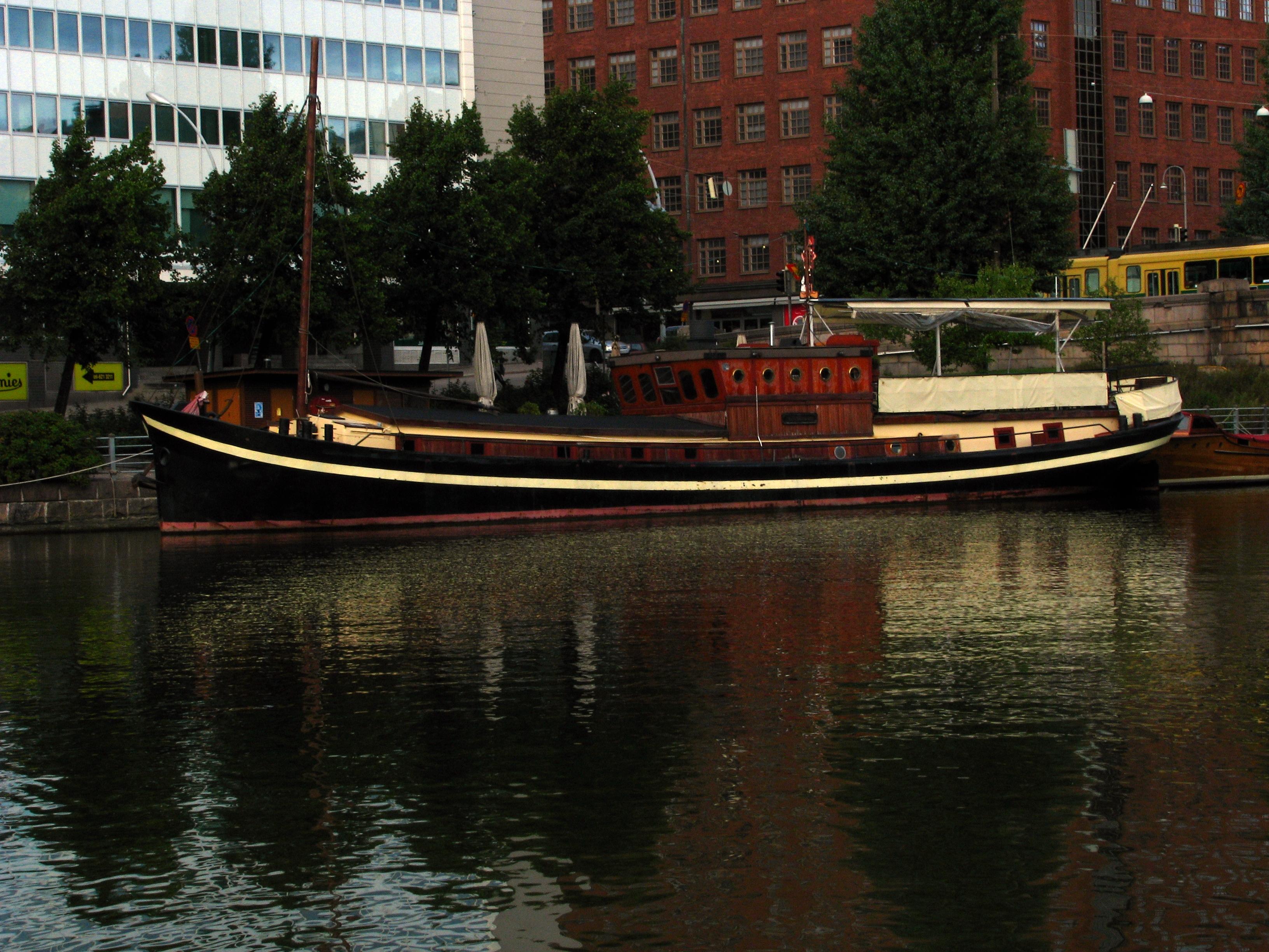 Hakaniemi laiva by psyxovgalths