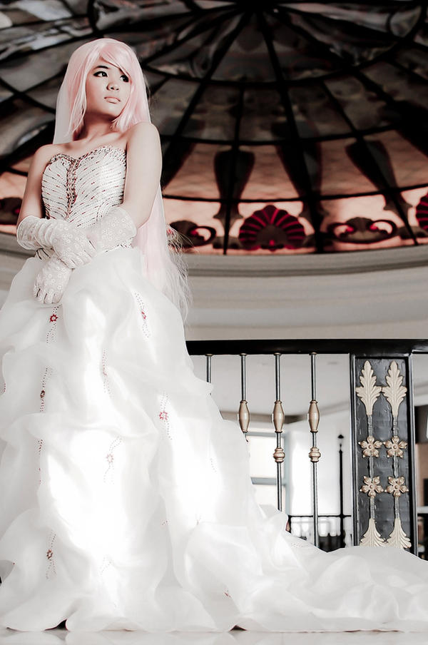 Dressed in white: Cinderella by Jessicagutter