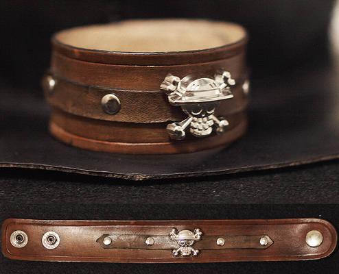 One piece leather wristband
