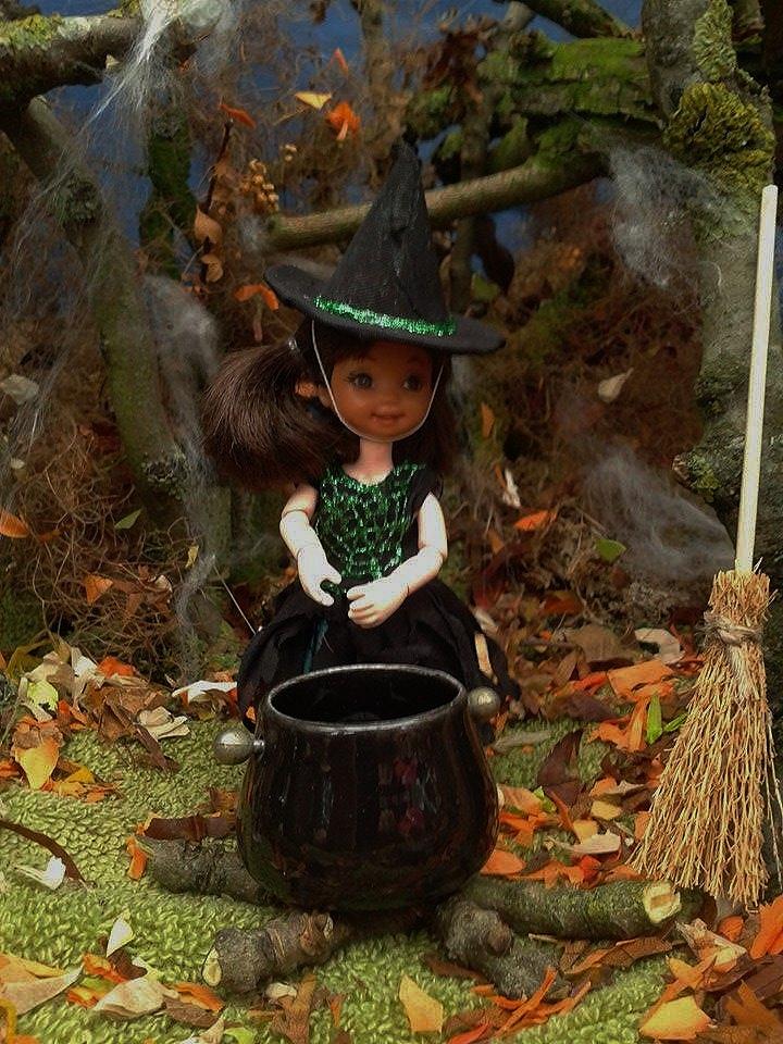 Woodland Witch by Okarnillart