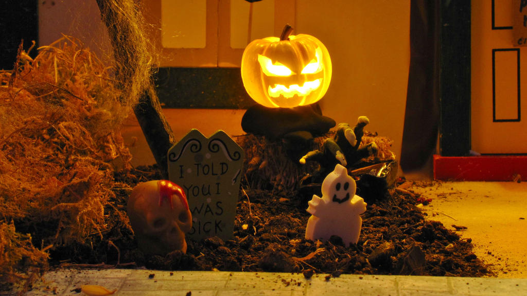 Halloween Yard by Okarnillart