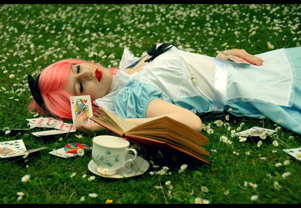 Alice Dreams by Lumpling